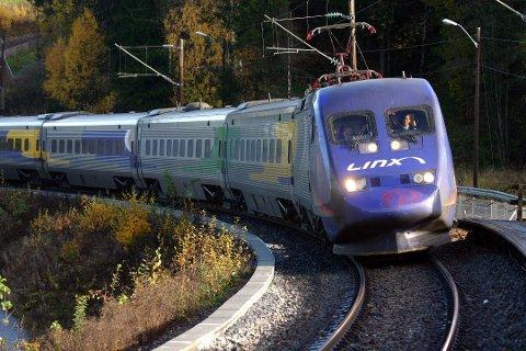 RASKERE: Litt under fem timer brukte Linx-togene mellom Oslo og Stockholm den gangen det var en prioritert strekning. En ny bane over Bjørkelangen vil bidra til en reisetid på under tre timer mellom hovedstedene. Foto: Rune Fjellvang