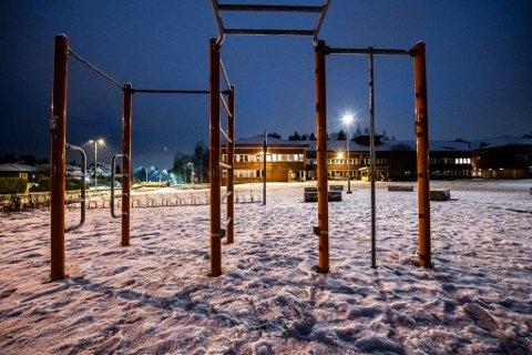 SMITTEUTBRUDD: Kun rundt 20 elever på tiende trinn får møte til fysisk undervisning ved Sandbekken ungdomsskole.