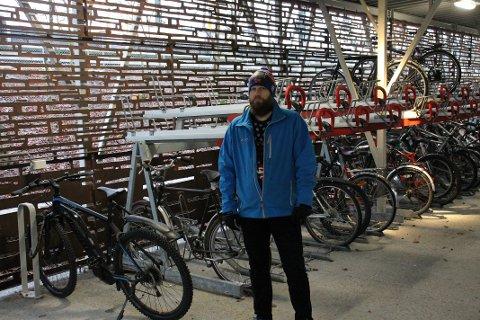 STJÅLET: Nestleder Alf Helge Skistad og resten av lokallaget til Syklistenes Landsforening i Lillestrøm fikk cargobiken sin stjålet fra sykkelhotellet i Lillestrøm nylig.