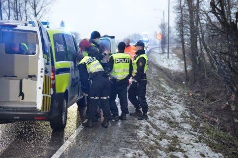 UTFORKJØRSEL: Politiet opplyser at de har pågrepet to menn i tilknytning til bilen som kjørte ut på Skedsmokorset torsdag.