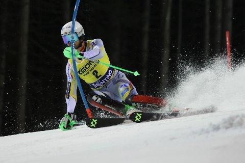Sebastian Foss Solevåg på vei mot en supertid i 1. omgang i slalåmrennet i Madonna di Campiglio.