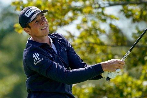 Viktor Hovland spiller god golf i Mexico. Foto: Charles Krupa / AP / NTB