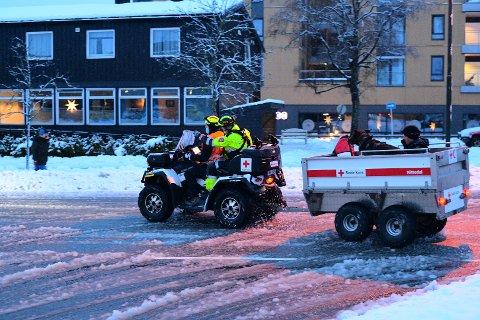 Mannskap fra Halden Røde Kors Hjelpekorps bistår i arbeidet med evakuering ved skredet i Gjerdrum.
