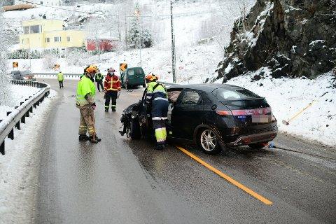 EN TIL SYKEHUS: En person er sendt til sykehus med ukjent skadeomfang etter ulykken i Rælingen.