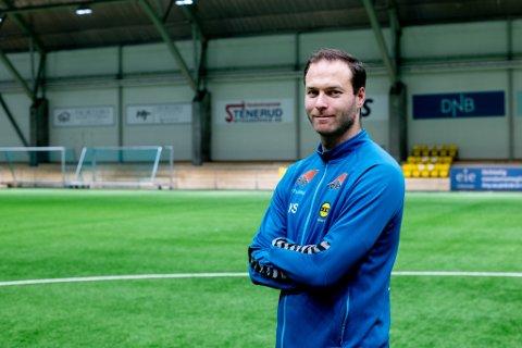 ENDELIG I GANG: Knut Slatleim hadde mandag sin første trening som hovedtrener for LSK Kvinner.