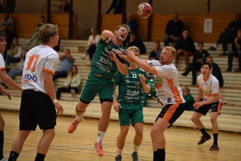 BRUTALT: Marius Kleiven og de andre Fjellhammer-gutta fikk det tøffere enn forventet mot Halden søndag.