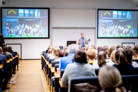 Det er delte meninger om OsloMet bør fortsette på Kjeller, eller flytte all studievirksomhet til Oslo. Her informerer rektor Curt Rice under allmøtet på Kjeller nylig.