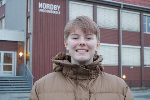 FIKK TIDENES SOMMERJOBB: Tenåringen Tilde Borgeteien fikk sommerjobben de fleste på hennes alder bare drømmer om. I Mars blir hun å se i filmen «Alle utlendinger har lukka gardiner»