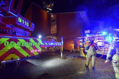 BARNESKOLE: Lørdag kveld rykket alle nødetater til Brånåsen skole etter melding om brann.