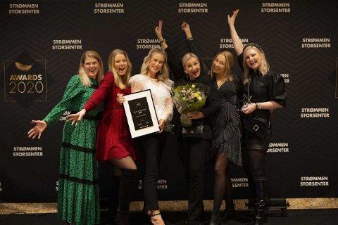 BELØNNET: Butikken More Than Shoes fikk hyllest under Strømmen Storsenters egen prisutdeling. Irene Møller (med blomster) startet butikken i 2012.