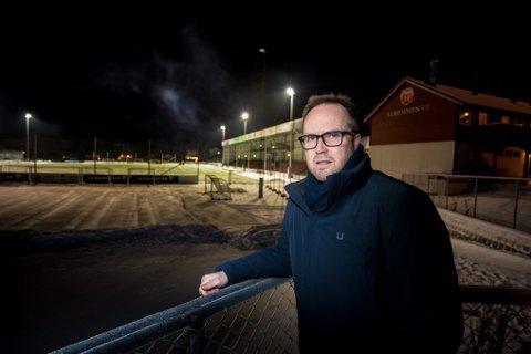 Bekymret: Strømmen-leder Espen Hoff frykter konsekvensene hvis ikke Lillestrøm kommune bevilger mer penger til oppgraderingen av flomlyset. Foto: Vidar Sandnes