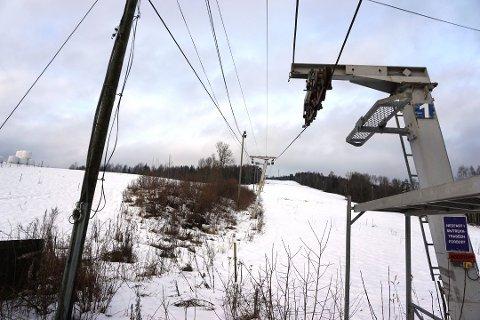 REDDET: Åslia i Nannestad blir etter alle solemerker reddet. Fra og med neste vinter vil det igjen være mulighet for skikjøring i bakken.