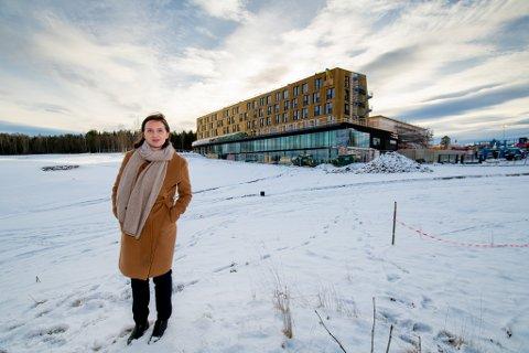 GLEDER SEG: Hotelldirektør Silje Jørgensen gleder seg til å åpne det nye storhotellet.