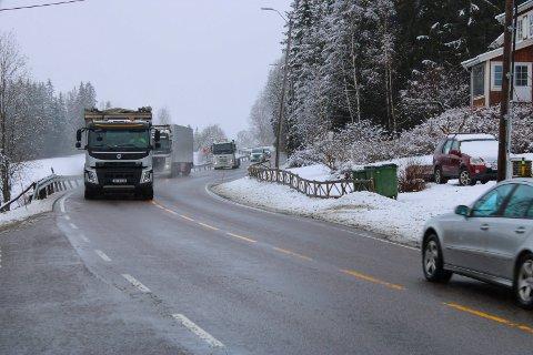 BARE FLIKKING: Fylkesmannen vil ikke ha økt trafikk på riksvei 22, bare mindre utbedring for å gjøre veiene sikrere.  Her fra Svindal i Gansdalen.