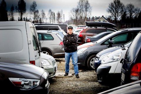 PERMITTERINGER: Morten Dalen, daglig leder i Dalen Parkering har permittert 34 ansatte. Nå venter de bare på at de siste 500- 600 bilene skal bli hentet sånn at de kan stenge alt.