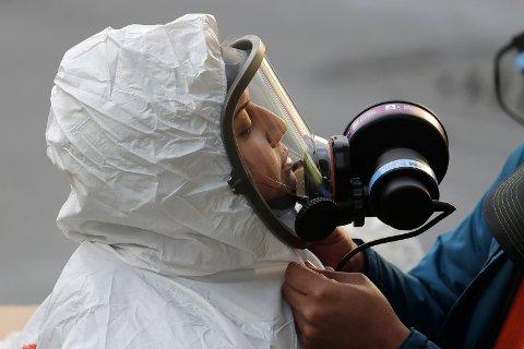 Koronapandemien har ført til stor etterspørsel etter pustemaskiner og smittevernsutstyr, og produsentene jobber nå på høygir. Foto: AP / NTB scanpix