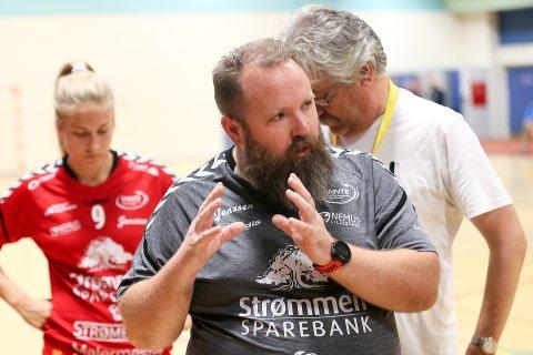 I egne hender: Rælingen og Daniel Birkelund kan sikre opprykkskvalifisering ved å ta tre poeng på de to siste kampene. Foto: Svein H. Strømberg