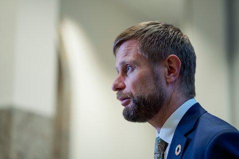 Helse- og omsorgsminister Bent Høie (H) sier at sykehusene kan skaffe 1.200 intensivplasser, men det vil bli krevende. Foto: Håkon Mosvold Larsen / NTB scanpix