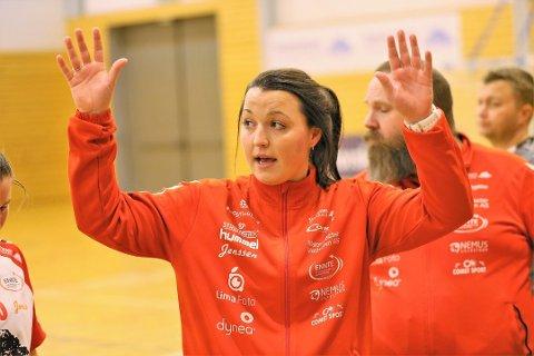 NY UTFORDRING: Ane Mällberg er allerede tidenes yngste håndballtrener i Rælingen. I august skal hun styre idrettsdelen av Wangs første ungdomsskole på Romerike.