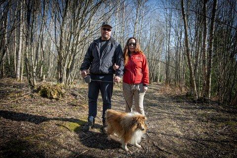 SKREMT: – Det hjelper ikke med båndtvang hvis hundeeieren ikke er sitt ansvar bevisst, sier Lubia og Lars Ringnes.