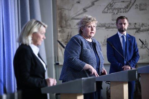 Statsminister Erna Solberg, justis- og beredskapsminister Monica Mæland og  helse- og omsorgsminister Bent Høie.