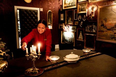 Hotelldirektør Heidi Fjellheim på Losby Gods tar deg med på en virtuell historisk rundreise i det gamle hotellet i Lørenskog.