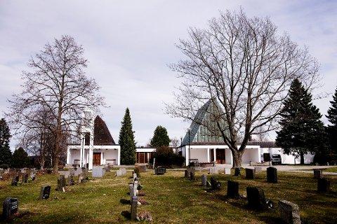 Lillestrøm kirkelige fellesråd har sendt faktura for planting og vanning på gravstedene til en rekke etterlatte som ikke har slik avtale.