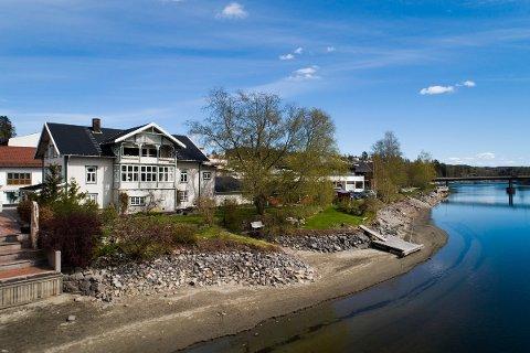 OVER 100 ÅR: Fredag fikk Brandtgården, den sentrumsnære eiendommen i Eidsvoll, ny eier etter et drøyt århundre i samme familie.