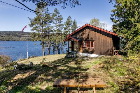 POPULÆR: Det er mange som har vist interesse for denne hytta rett ved Mjøsa.