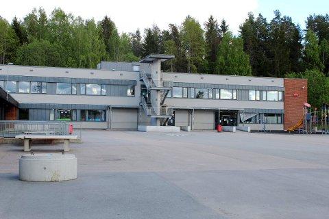 27 elever og fire ansatte ved Løvenstad skole i Rælingen har alle testet negativt på korona, og kan derfor vende tilbake igjen på skolen fra og med tirsdag.