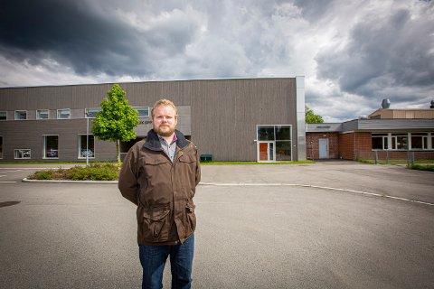FAU-LEDER: Knut Wilberg ved Fjuk skole reagerer sterkt på måten kommunen har behandlet en ansatt.
