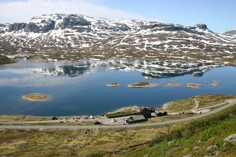 Haukeliseter fjellstue ligger 1000 moh. i kryssningspunktet mellom Ryfylkeheiene i sør og Hardangervidda i nord og er utganspuntet for mange toppturer i dagsturavstand.
