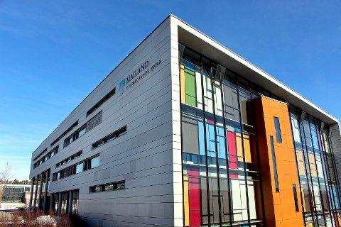 PÅVIST SMITTE: Onsdag ettermiddag bekrefter rektor ved Mailand videregående skole at en elev har fått koronaviruset.