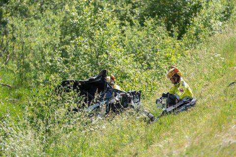 BRUTALT: Føreren av denne bilen ligger alvorlig skadet på sykehus.. Foto: Erik Valestrand Foto: Erik Valestrand-Halseth