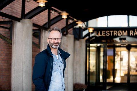 GJENTAR RÅDENE: Ordfører i Lillestrøm, Jørgen Vik, minner folk om å være ekstra oppmerksomme på å overholde smittevernsrådene i sommerferien.