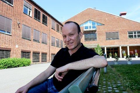 Per-Erik Kirkeby var elev ved Lillestrøm videregående skole og hans far, Willy Arvid Kirkeby, var lektor her. Sammen drev de i mange år forlag som ga ut ordbøker.