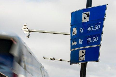 KOSTBART: Prisen å betale for å passere bompenger på norgesferien kan fort bli høy.