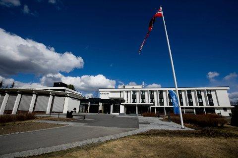 FULLBOOKET: Turistene strømmer til Hurdalsjøen hotell og konferansesenter i sommer. Det gir viktige inntekter for hotellet.