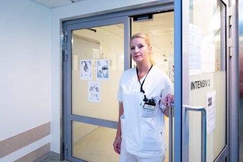 ALVOR: Ansvarshavende sykepleier på intensivenheten på Ahus, Julie Lier Stenbæk, håper folk fortsetter å ta reglene på alvor. Selv vet hun hvordan det kan oppleves på sykehuset dersom det snur igjen.