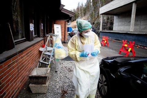 TØFF UKE: Denne uka har det blitt påvist 288 positive koronatester på Romerike. Her fra teststasjonen i Fetsund.