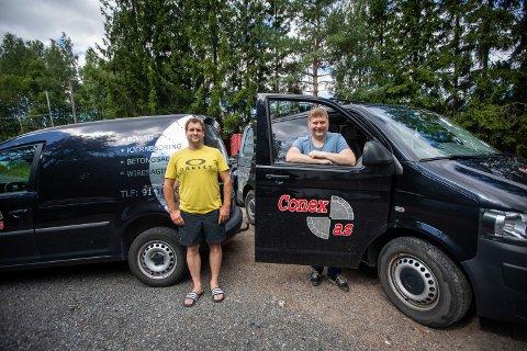RIVENDE UTVIKLING: Daglig leder Geir Mikalsen (t.h.) og Freddy Westerlund i Conex AS lever av riving.