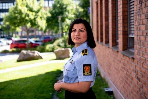 FORKLARER: Politiadvokat Sonika Sharma-Sundheim i Øst politidistrikt leder etterforskningen av dobbeltdrapssaken i Lørenskog.