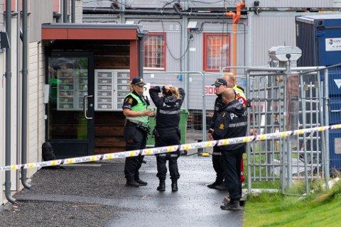 TRAGEDIEN: To små barn ble drept i Lørenskog 19. juli. Nå skal Fylkesmannen i Oslo og Viken se på kommunikasjonen mellom Rælingen kommune og familien som er berørt av tragedien.
