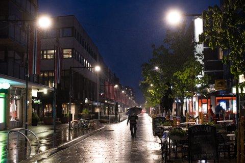 SKJENKESTOPP: Det vil bli færre folk i Storgata i Lillestrøm nattetid etter at regjeringen fredag innførte skjenkestopp fra midnatt.