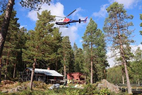 Nylig ble materialene fløyet inn til hytta, og meldingene går ut på at piloten hadde stålkontroll og jobbet med stor presisjon.