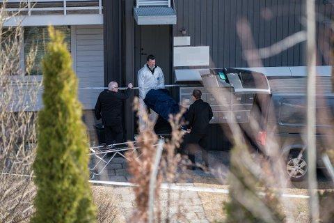 EKSMANN TILTALT: Den 33 år gamle kvinnen ble funnet drept utenfor sin egen leilighet på Strømmen. Nå er hennes 32 år gamle tidligere ektemann tiltalt for å ha knivdrept henne.