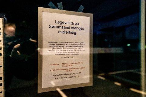 STENGT: Legevakta på Sørumsand er for øyeblikket midlertidig stengt. Saken om fremtidens lokaler skal i utgangspunktet behandles i oktober, men nå blusser debatten opp igjen. Dette bildet er fra februar i år, da rådmannen stengte tilbudet midlertidig.