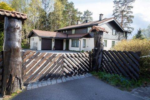 FJERNET SPERREBÅND: Politiet har fredag fjernet sperrebånd rundt Hagens bolig i Sloraveien, skriver VG.