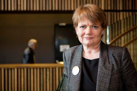 HOLDER LÆRERNE HJEMME: Ordfører i Lørenskog, Ragnhild Bergheim, forklarer at annen sykdom gjør at flere lærere ikke kan møte på Rasta skole mandag.