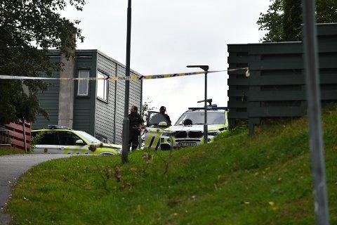SKUDD AVFYRT: 5. august i fjor rykket politiet ut til en bolig på Skjetten etter at flere skudd ble avfyrt. Nå er to menn tiltalt for denne og flere andre hendelser.